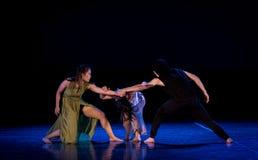 L'état de la confrontation 1-Act 2 : Pays des merveilles relation-moderne de danse de triangle photos libres de droits
