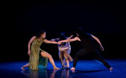 L'état de la confrontation 4-Act 2 : Pays des merveilles relation-moderne de danse de triangle photo stock