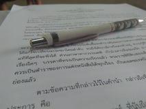 L'étude apprennent le thail d'étudiants de lecture Photographie stock