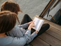 L'étude d'éducation apprennent le livre lu parinformation images libres de droits