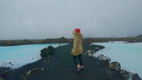 L'étudiant de déplacement explore l'Islande clips vidéos