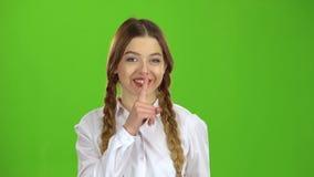L'étudiant montre un geste plus calme Écran vert banque de vidéos