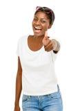 L'étudiant réussi d'Afro-américain tenant des pouces lèvent le fond blanc Photos libres de droits