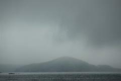 L'île avec la mer soutient, mer japonaise, Vladivostok Image stock