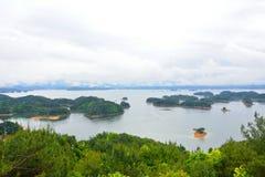 l'île célèbre de qiandao dans la porcelaine Photo libre de droits