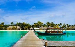 l'île de bateau a amarré tropical photo stock