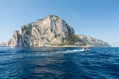 L'île de Capri est un emplacement très pittoresque, luxuriant et extraordinaire en Italie image stock