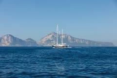 L'île de Capri est un emplacement très pittoresque, luxuriant et extraordinaire en Italie images libres de droits