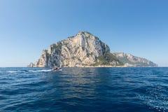 L'île de Capri est un emplacement très pittoresque, luxuriant et extraordinaire en Italie photos stock