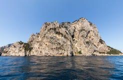 L'île de Capri est un emplacement très pittoresque, luxuriant et extraordinaire en Italie images stock