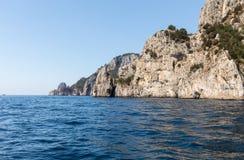 L'île de Capri est un emplacement très pittoresque, luxuriant et extraordinaire en Italie photo stock