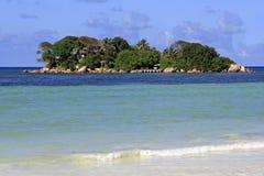 L'île et l'hôtel Chauve Souris matraquent dans l'Indien Image libre de droits