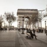 L& x27; ‹Triomphe Bogende € in Schwarzweiss, Paris, Frankreich Stockbild