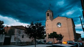 L `阿门特拉,希罗纳,西班牙 时间间隔, Timelapse,我们的夫人Of阿门特拉教会的定期流逝在晴朗的夏天 影视素材