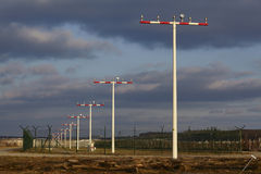 L'aéroport international de Francfort (FRA) - piste d'atterrissage s'allume Images libres de droits