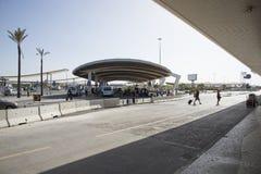 L'aéroport laissent tomber le secteur vu du terminal Photos stock