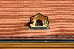 Abbaino sul tetto foto stock iscriviti gratis for Finestra sul tetto