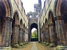 L'abbazia di Kirkstall ha rovinato il monastero Cistercense in Kirkstall, a nord-ovest del centro urbano di Leeds in West Yorkshi immagini stock libere da diritti
