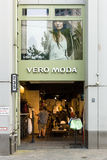 L'abbigliamento Vero Moda delle donne su Kurfuerstendamm Immagine Stock