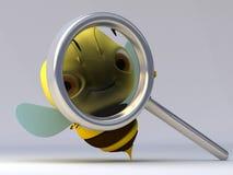 L'abeille avec une loupe Photos stock