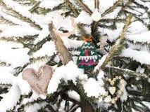 L'abete è decorato dai giocattoli di Natale Fotografie Stock Libere da Diritti
