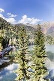 L'Abkhazia Il lago Ritsa Immagine Stock