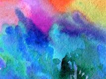 L'abrégé sur fond d'art d'aquarelle frotte l'imagination brouillée texturisée par hiver de lavage humide d'arbres forestiers Image stock