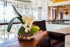 L'Abu Dhabi Estate 2016 St interna luminosa e moderna Regis Saadiyat Island Resort dell'albergo di lusso Fotografia Stock Libera da Diritti