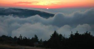l'acadia opacifie le coucher du soleil de roulement Photo stock