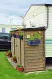 L'accampamento del caravan, la tettoia, i fiori, oche calcola Fotografie Stock