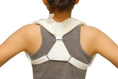 L'accolade de port de clavicule de femme pour immobilisent l'épaule photographie stock
