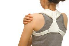 L'accolade de port de clavicule de femme pour immobilisent l'épaule photo libre de droits