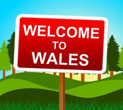 L'accueil vers le Pays de Galles indique l'invitation et les prés de Gallois Photos stock