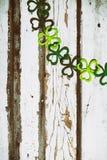 L'acetosella Garland On Wood Background di St Patrick fotografie stock