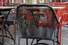 L'acier coloré de Tableaux en bois de terrasse de restaurant préside Grey Green Red noir images libres de droits