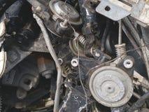 L'acier de fer de chute de la vieille voiture attendant réutilisent photographie stock libre de droits