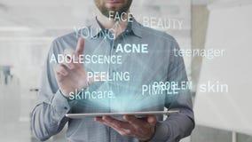 L'acné, peau, adolescent, soins de la peau, nuage de mot de problème fait comme hologramme employé sur le comprimé par l'homme ba banque de vidéos