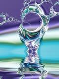 L'acqua cade e spruzza Fotografie Stock Libere da Diritti