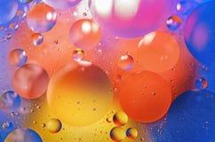 L'acqua colorata bolle fondo immagine stock