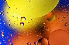 L'acqua colorata bolle fondo fotografie stock