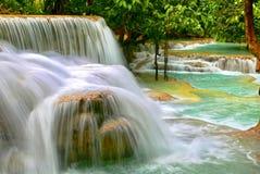 L'acqua di Kuang Si cade, un paradiso su terra Fotografia Stock Libera da Diritti