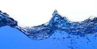 L'acqua e l'aria trabocca il fondo bianco Fotografie Stock