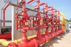 L'acqua e la schiuma allineano per il sistema di protezione antincendio Fotografia Stock