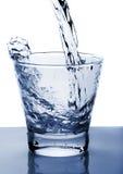 L'acqua ha versato in vetro Fotografia Stock Libera da Diritti