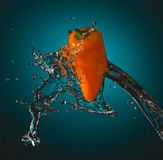 L'acqua spruzza su Mini Bell Fotografie Stock Libere da Diritti