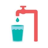 L'acqua versa dal rubinetto a vetro Fotografia Stock Libera da Diritti