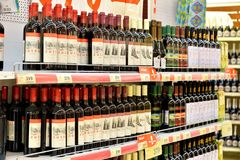 L'acquisto accantona con vino dall'Abkhazia e dal Krasnodar Regio Immagine Stock Libera da Diritti