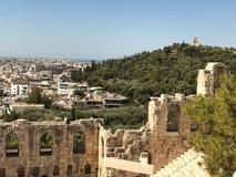 L'Acropole antique rencontre Athènes contemporain Images stock