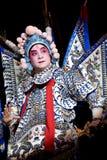 L'acteur chinois d'opéra exécute sur l'étape Photographie stock