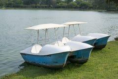 L'activité du bateau de rotation dans le lac Image libre de droits